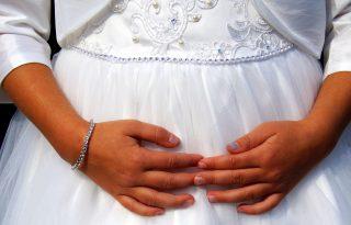 """""""Amikor sikerült elmenekülnöm, büntetésből halottnak nyilvánítottak"""" – gyermekházasságok a nyugati világban"""