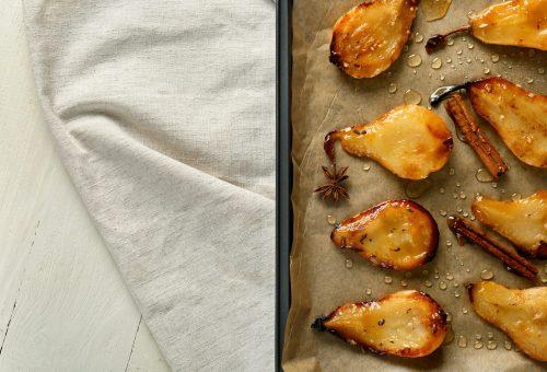 A tökéletes őszi édesség: juharszirupos sült körte mandularopogóssal