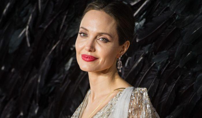 Angelina Jolie első könyvével a fiatalokat tanítja jogaikról