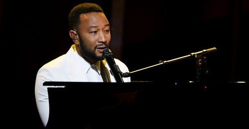 Mindenki megkönnyezte John Legend előadását a díjátadón