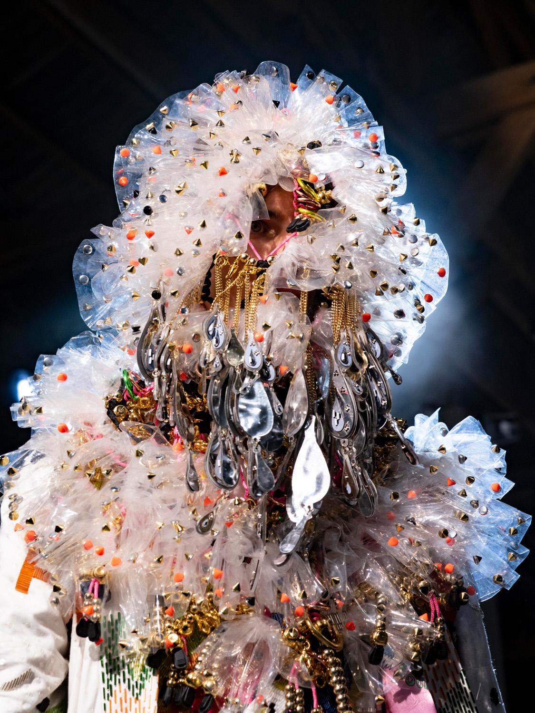 8. kép: Tom Van Der Borght kollekciója a 35. Nemzetközi Divat-és Fotófesztiválon