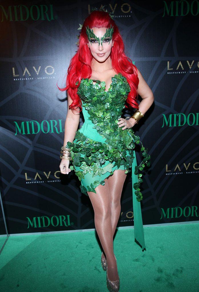 kardashian-csalad-halloween-jelmez-kim-meregcsok
