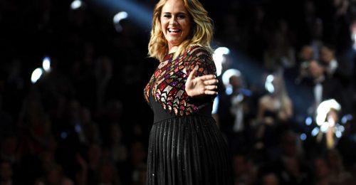 Adele a fogyásával viccelődött régóta várt fellépésén