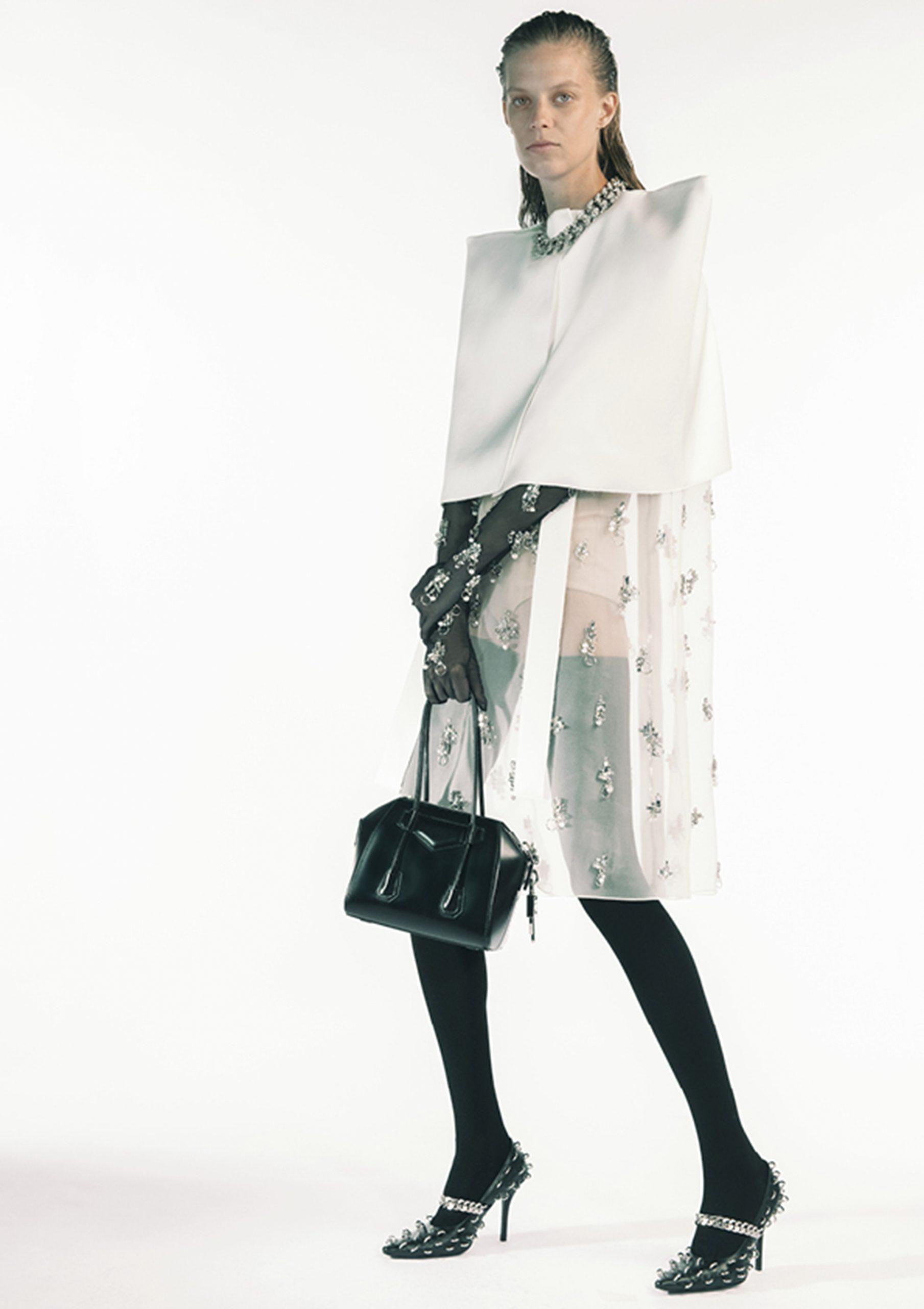 5. kép: Párizsi divathét - 2021 tavasz-nyár - ready to wear - Givenchy