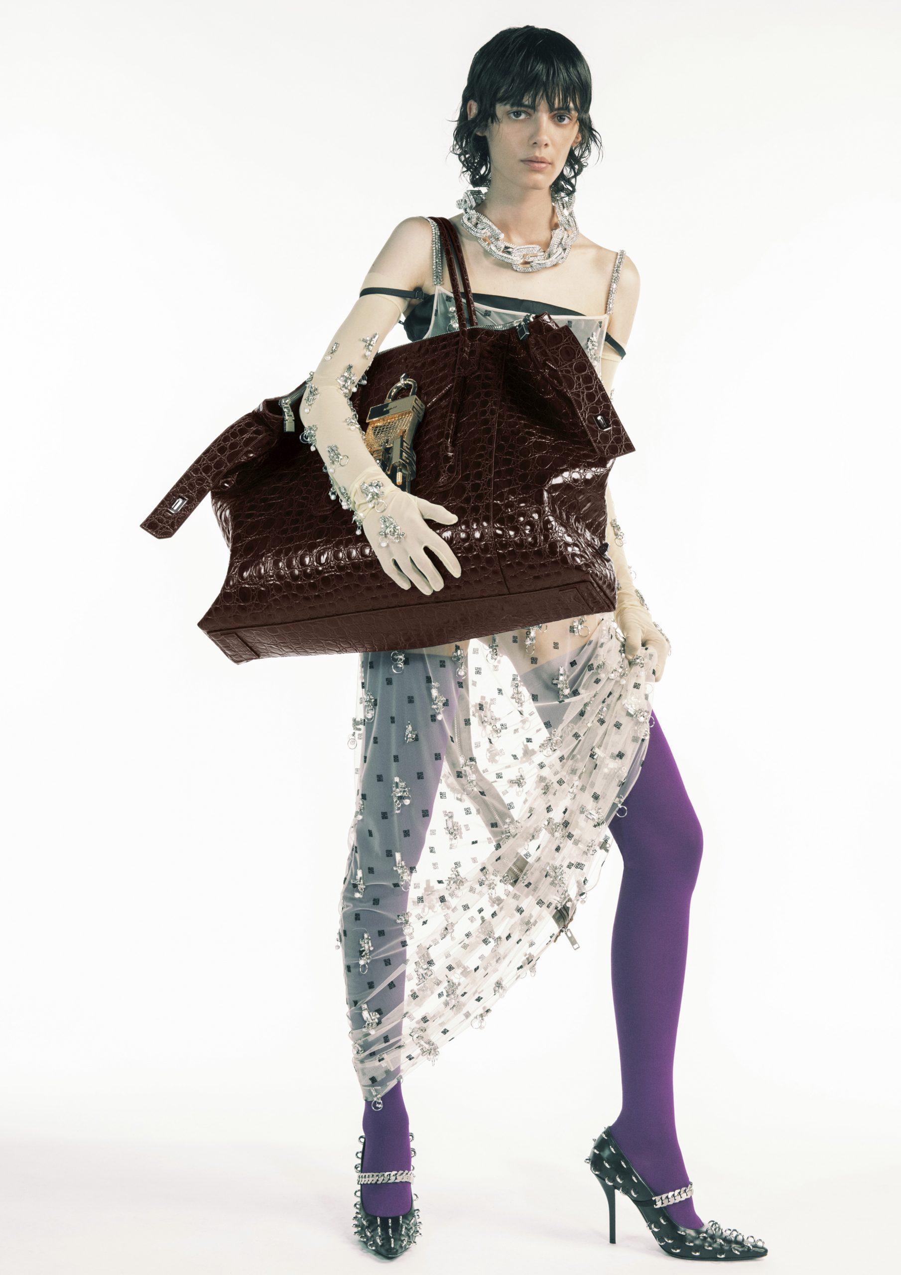 2. kép: Párizsi divathét - 2021 tavasz-nyár - ready to wear - Givenchy