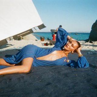 Bella Hadid és Hailey Bieber a szardíniai tengerparton – videóval