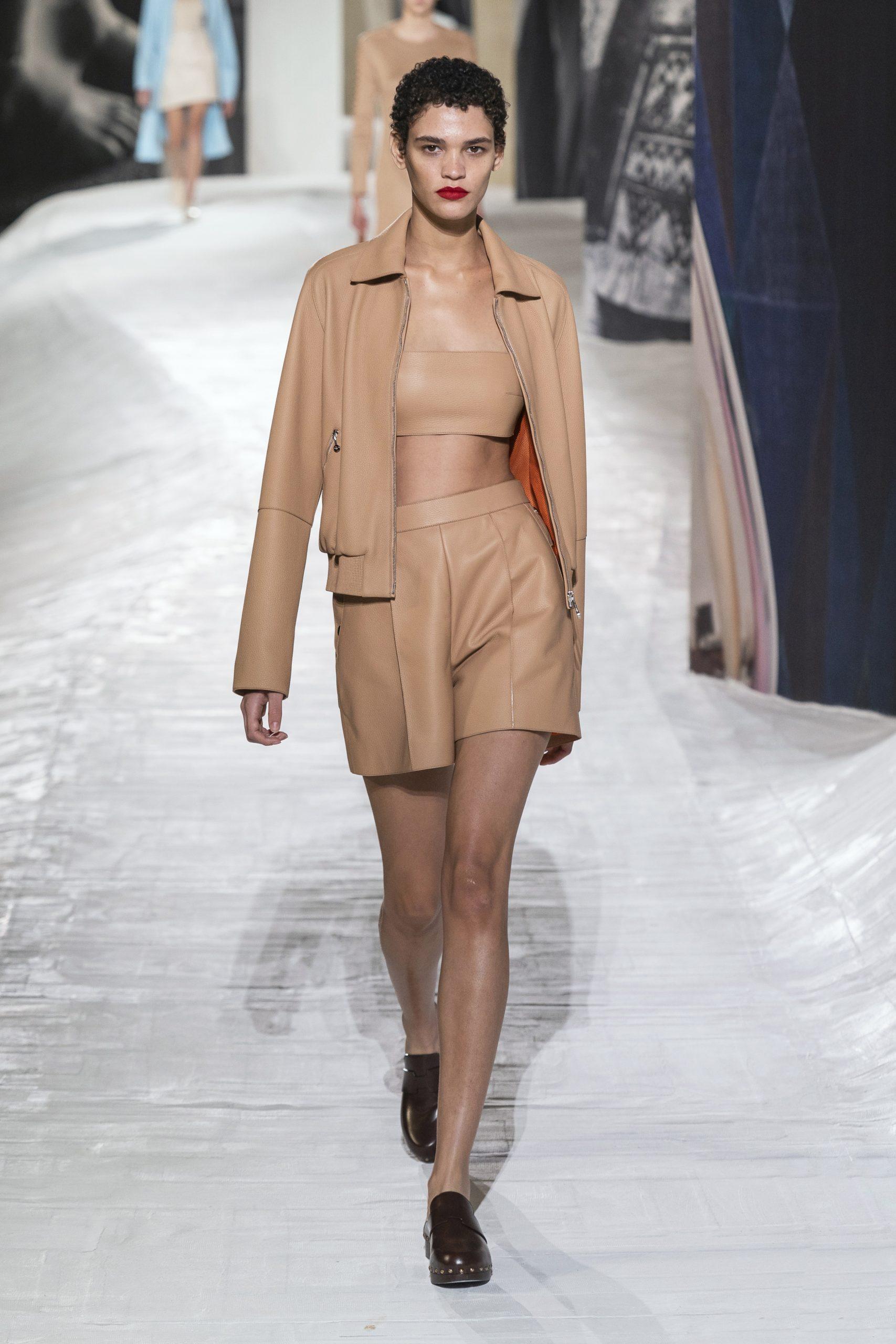 1. kép: Párizsi divathét - Hermès - 2021 tavasz-nyár - ready to wear