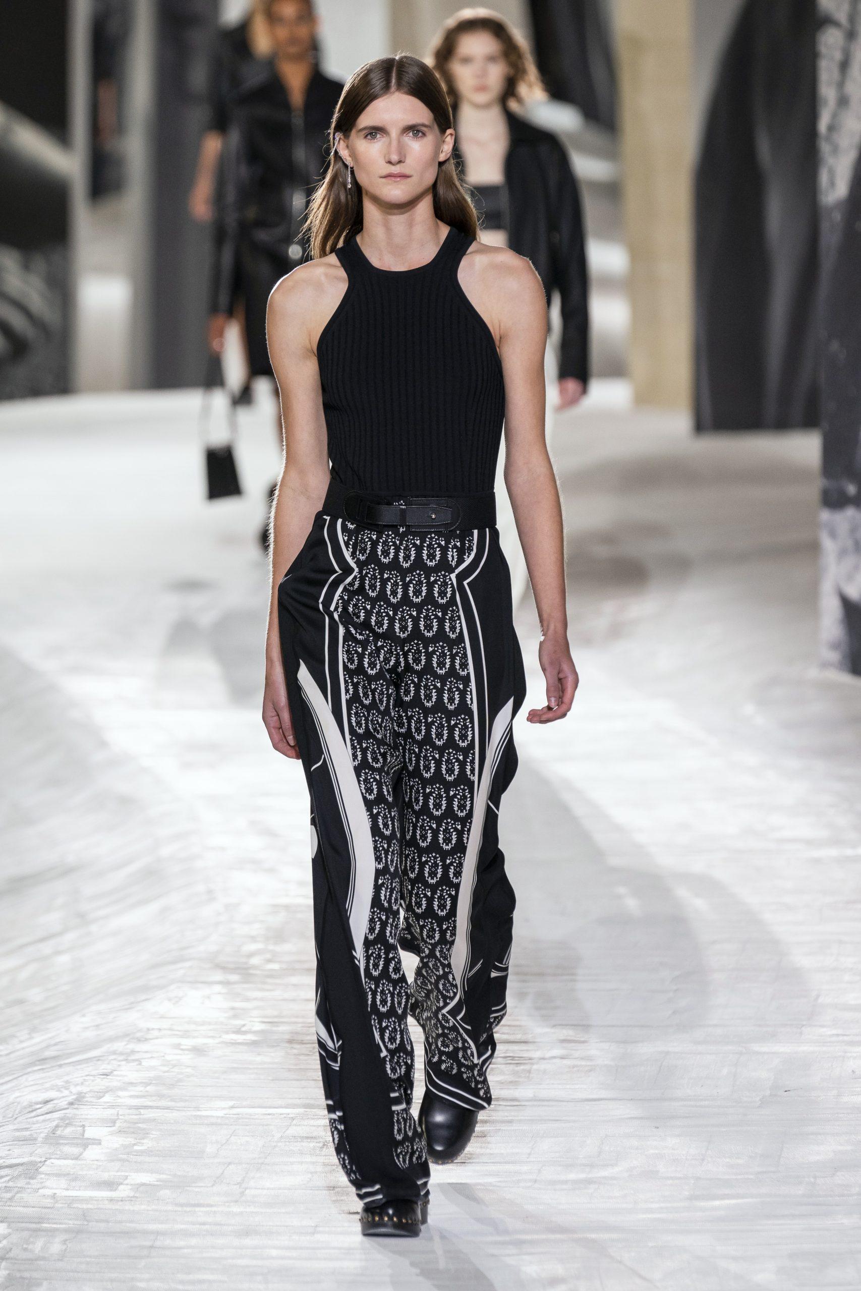 16. kép: Párizsi divathét - Hermès - 2021 tavasz-nyár - ready to wear