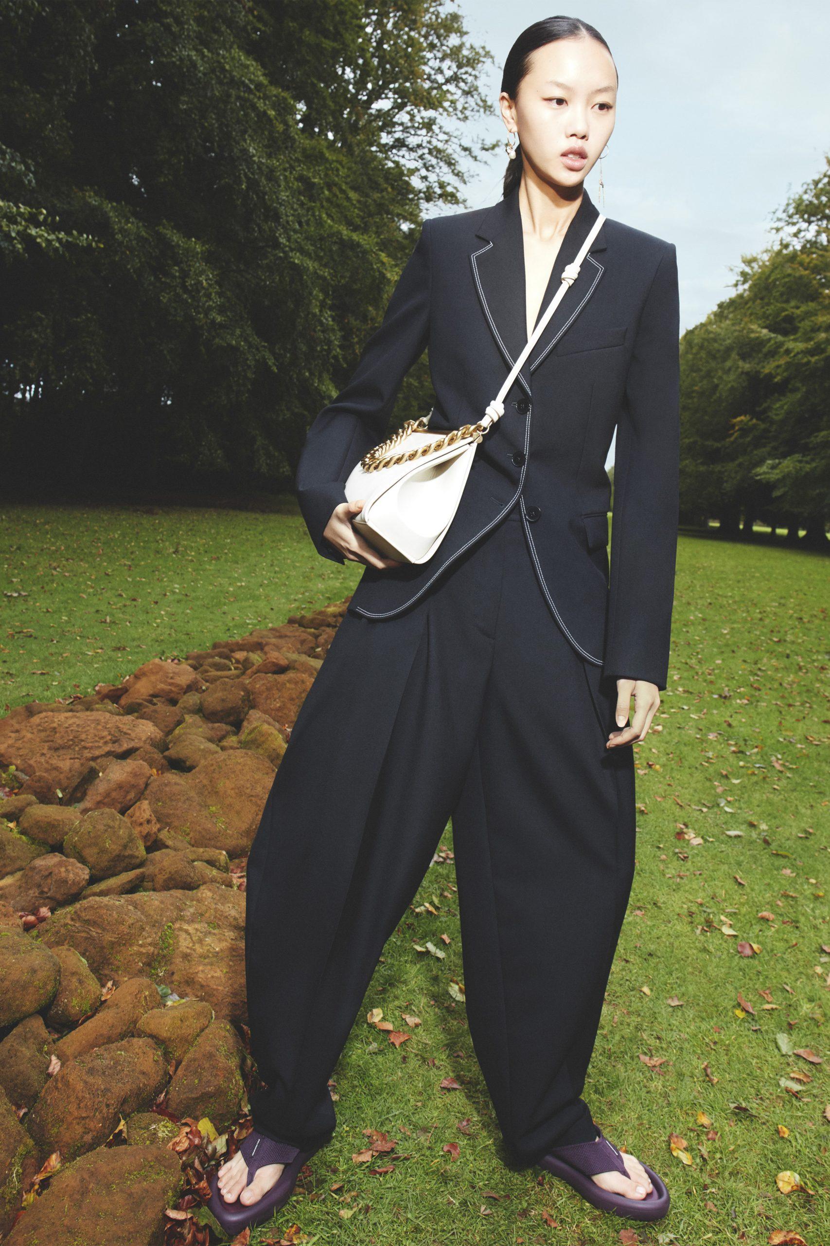 8. kép: Párizsi divathét - 2021-es tavaszi-nyári ready to wear kollekció - Stella McCartney