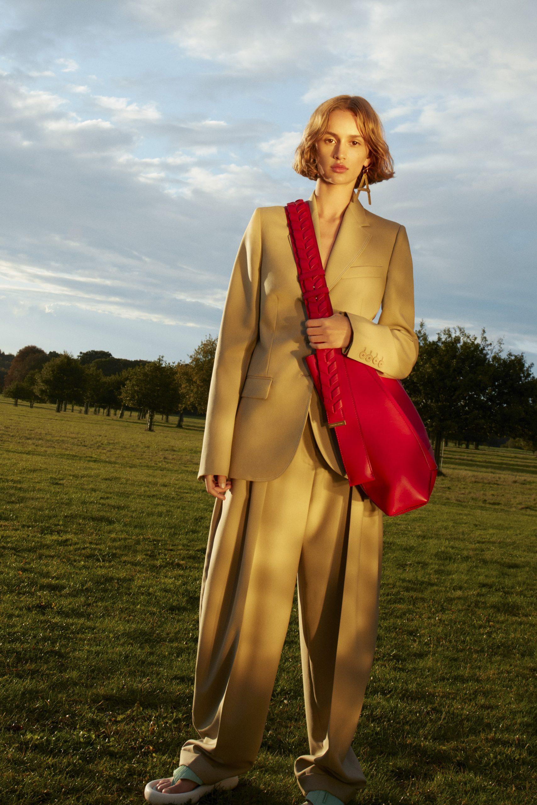 24. kép: Párizsi divathét - 2021-es tavaszi-nyári ready to wear kollekció - Stella McCartney