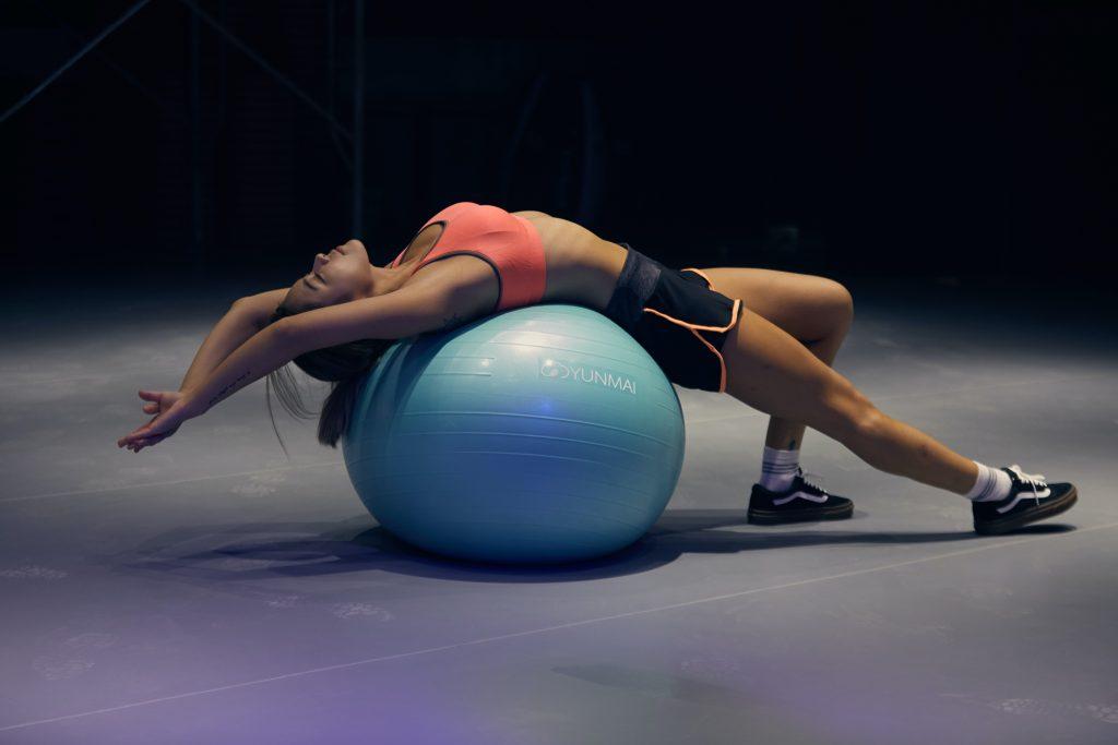 fitneszlabda-gerinc-ules-edzes