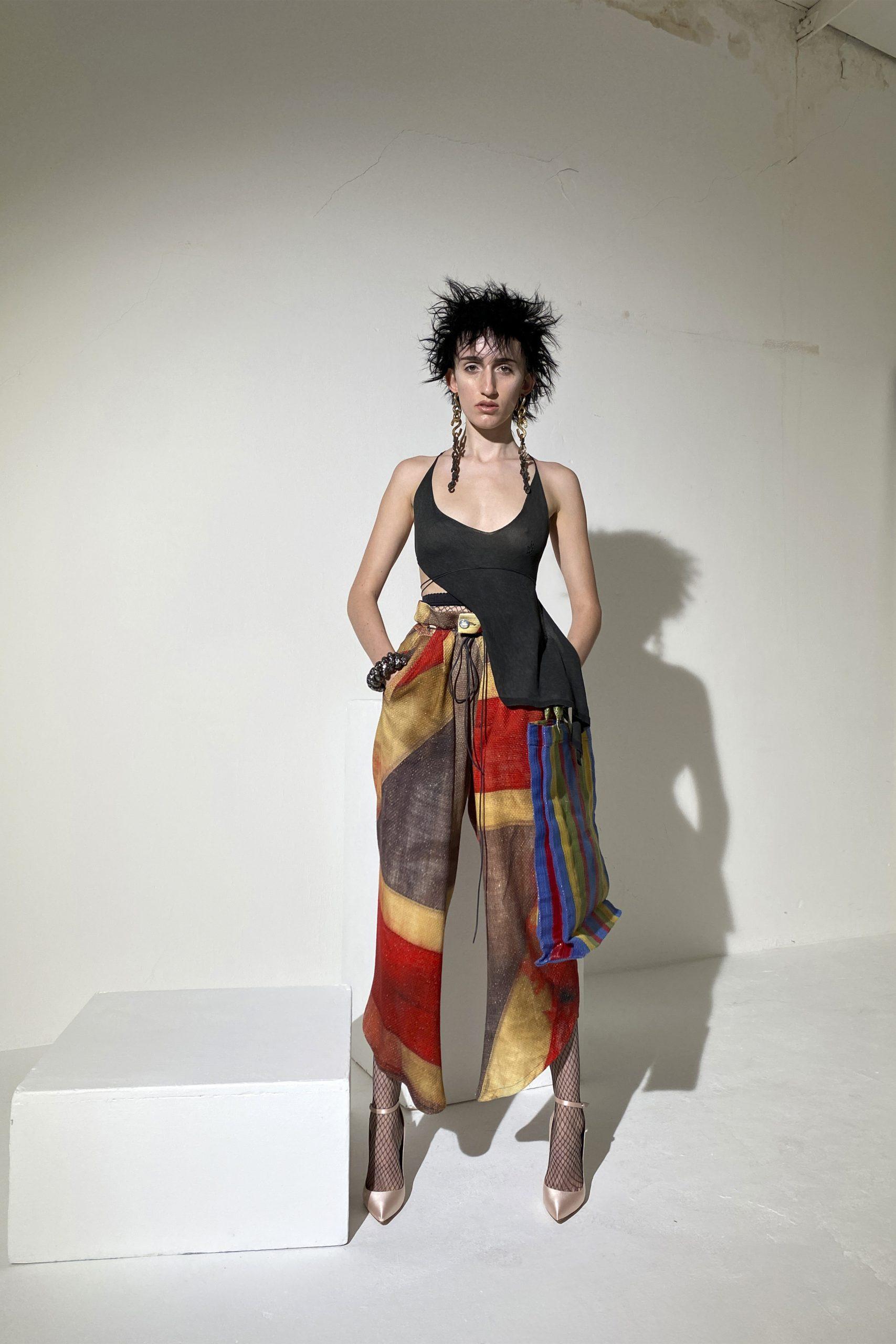 5. kép: Párizsi divathét - Andreas Kronthaler for Vivienne Westwood - 2021 tavasz-nyár - ready to wear