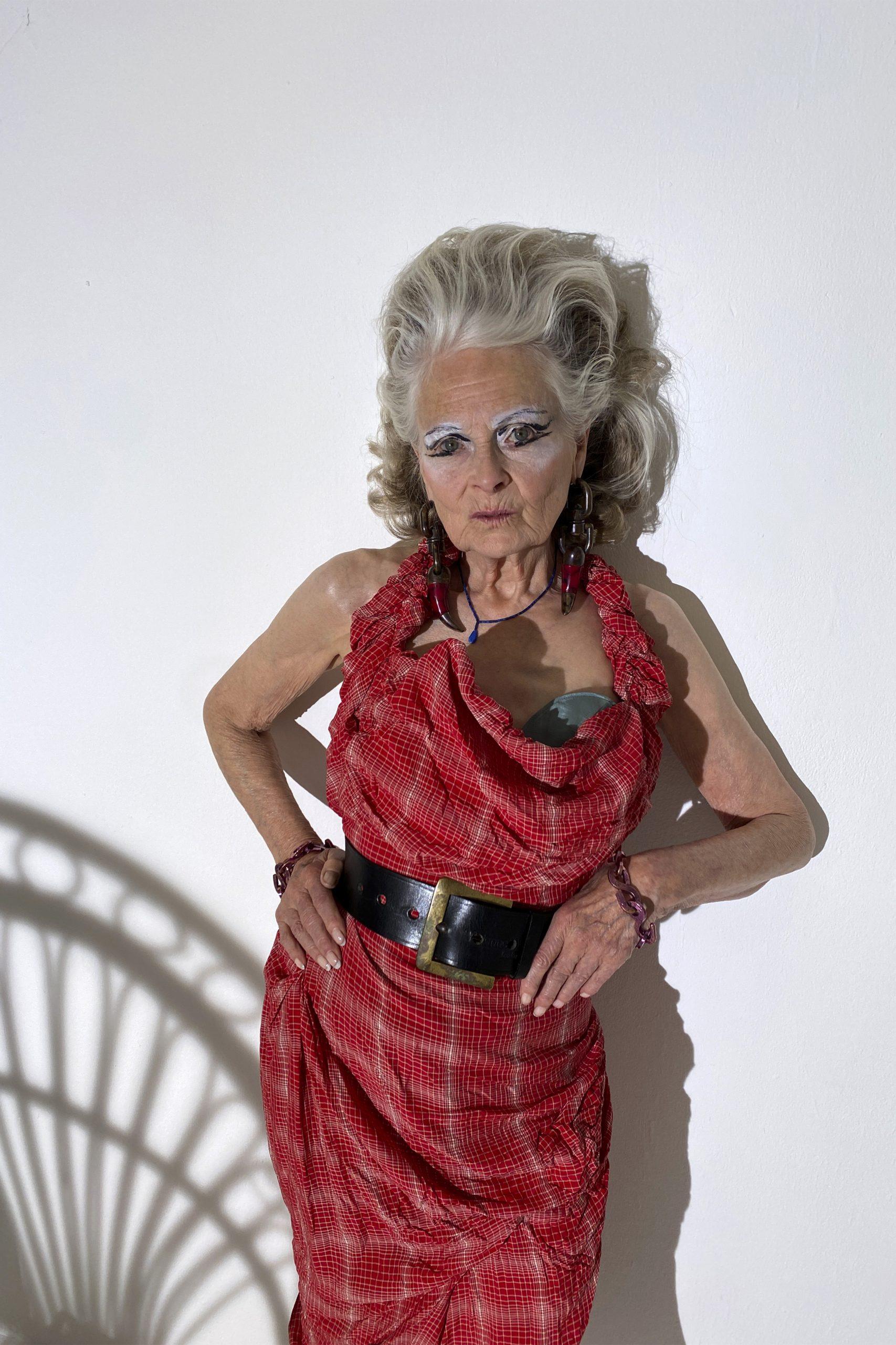 6. kép: Párizsi divathét - Andreas Kronthaler for Vivienne Westwood - 2021 tavasz-nyár - ready to wear