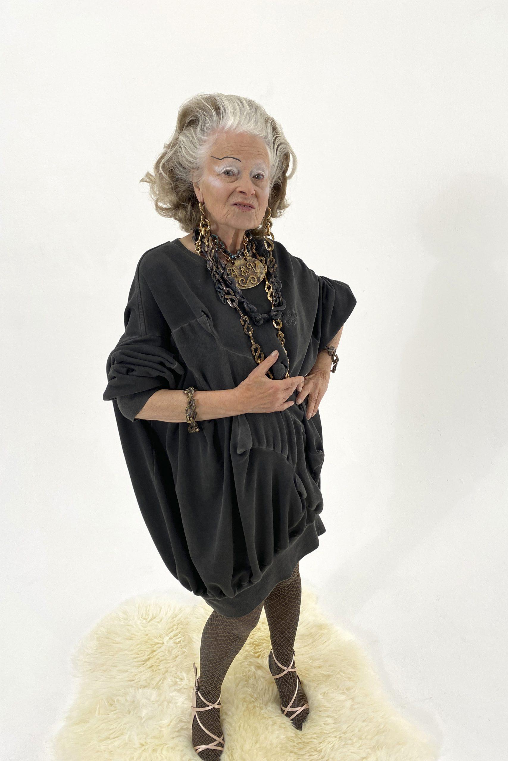 7. kép: Párizsi divathét - Andreas Kronthaler for Vivienne Westwood - 2021 tavasz-nyár - ready to wear