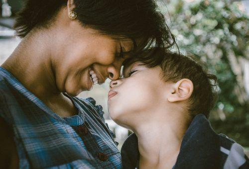 Az autista gyerekek édesanyjánál is megfigyelhetők a spektrumzavar jelei
