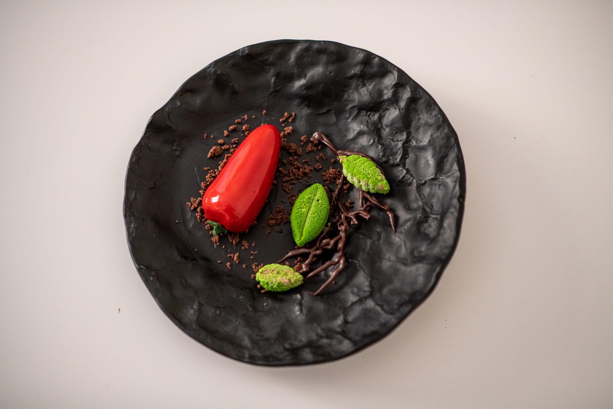 10. kép: Paprika - étcsoki-mousse fűszerpaprikával és málnával