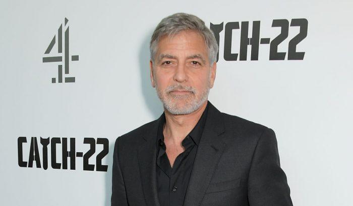 George Clooney rajong Chrissy Teigen riposztjaiért