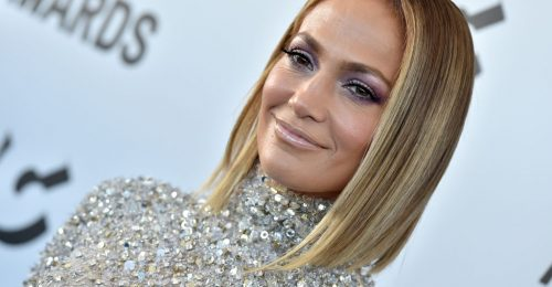 J.Lo továbbra is tagadja, hogy valaha is kés alá feküdt
