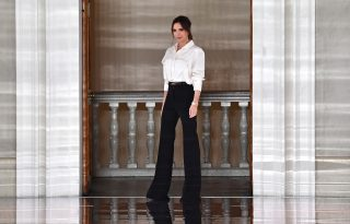 Victoria Beckham játszós ruhájáért rajong a fél internet