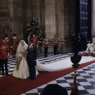 Diana menyasszonyi ruhája történelmet írt