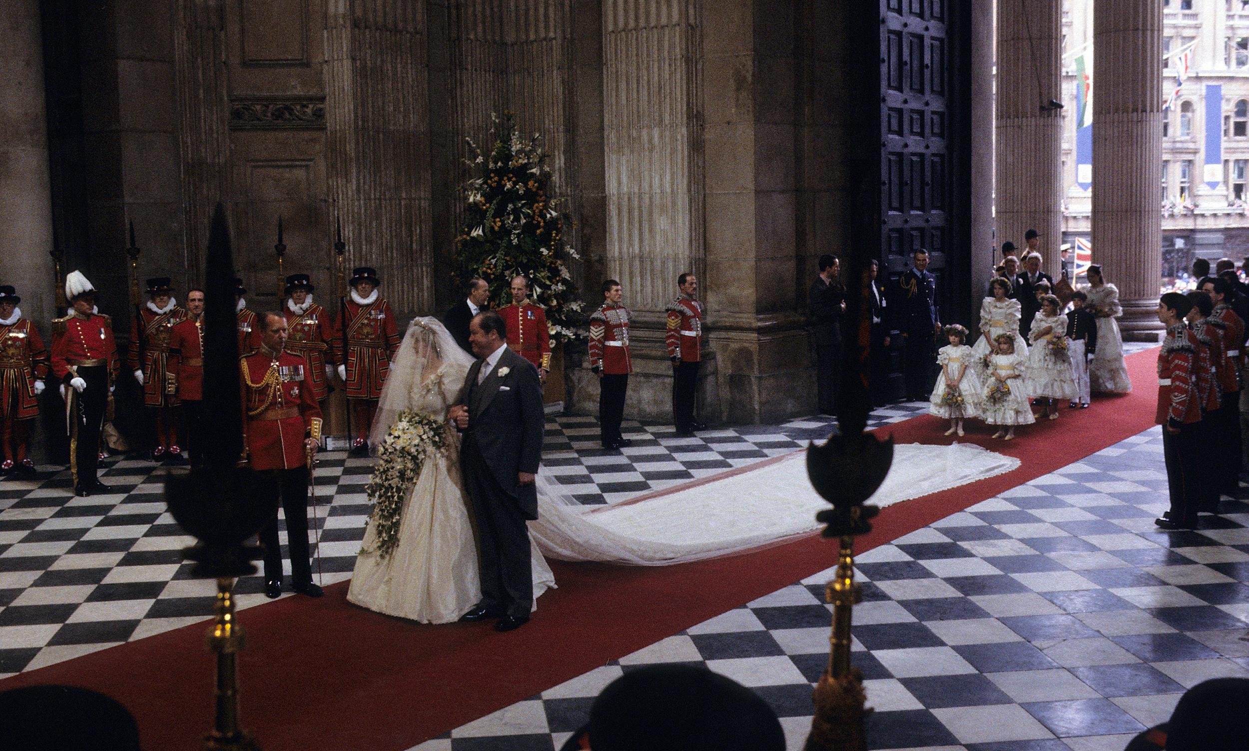 Diana hercegné menyasszonyi ruha