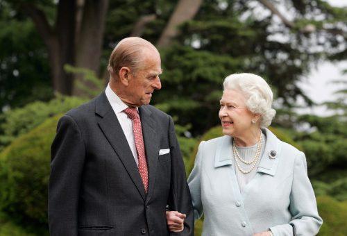 II. Erzsébet és Fülöp herceg új portréval ünnepelt