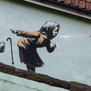 Tüsszentő nénivel ajándékozta meg szülővárosát Banksy