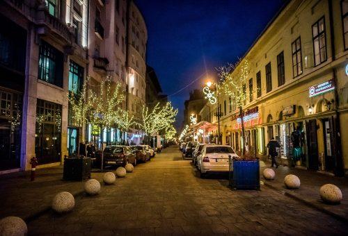 A kanapén ülve sétálhatunk Budapesten