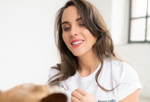Eke Angéla jótékonysági ruhavásárral támogatja a kutyákat