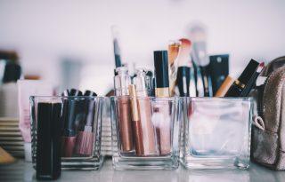 Ezekkel a módszerekkel válogasd át a szépségcuccaidat év elején!