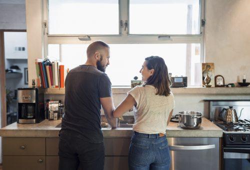 A férfiak hajlamosak azt hinni, ők végzik a házimunka felét