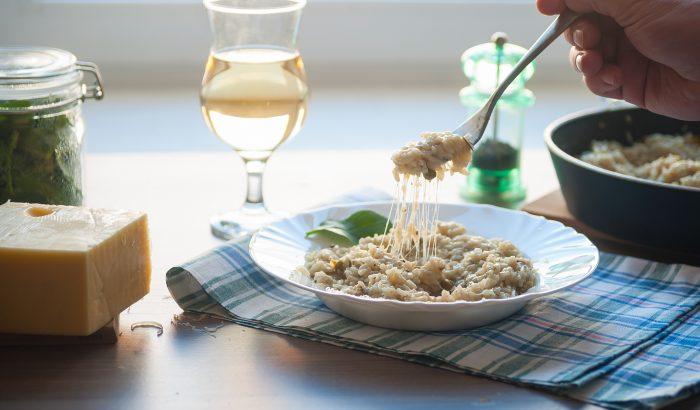 Melengető rizottó magyar borral –karanténidőszakban is éttermi minőségű vacsora!