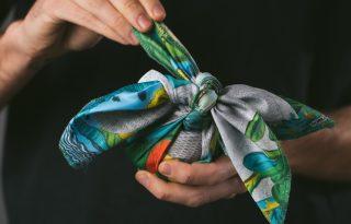 A legkörnyezetbarátabb és legötletesebb karácsonyi csomagolás: a furoshiki kendő