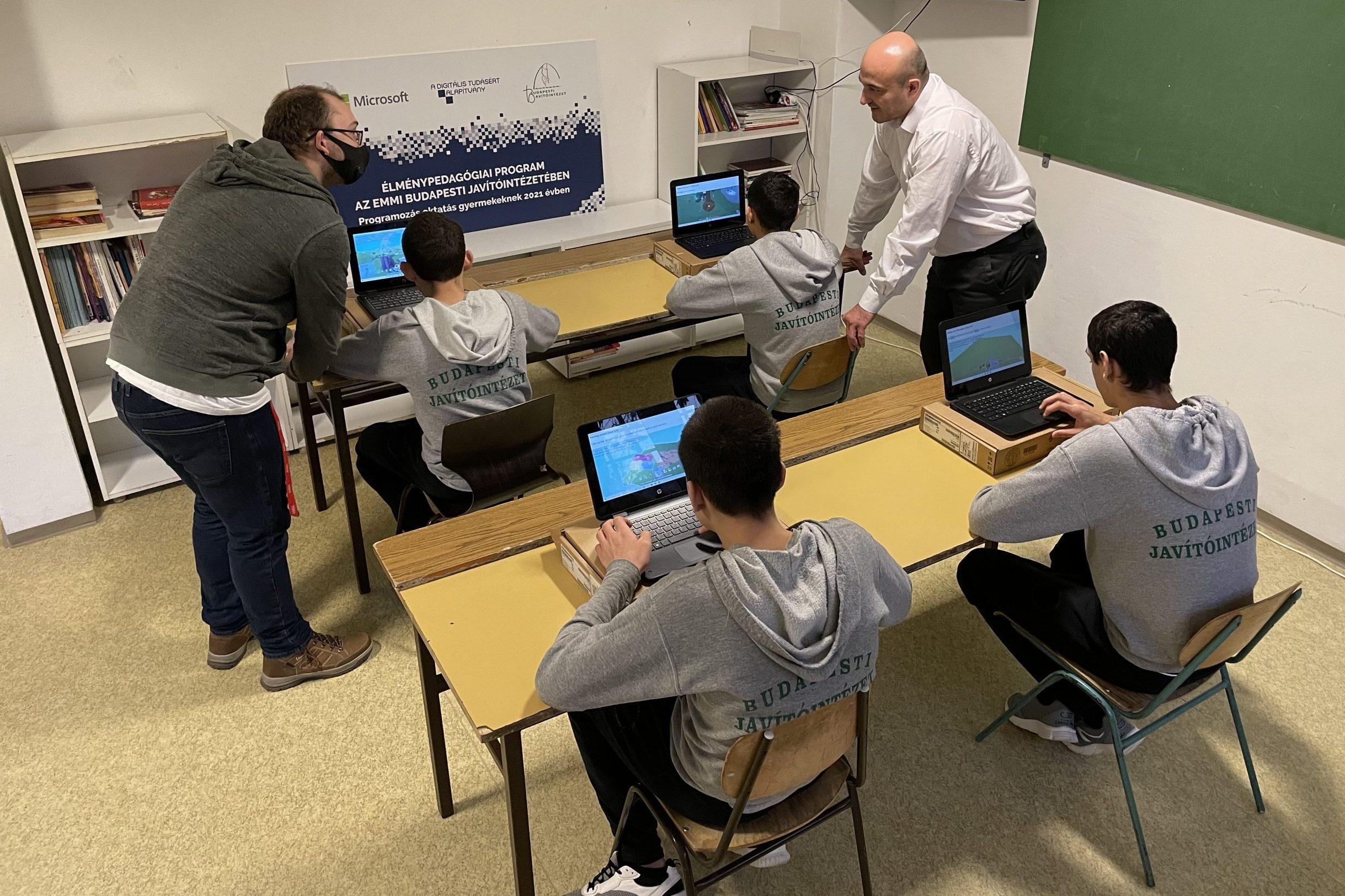 A Microsoft és a Digitális Tudásért Alapítvány programjával élmény és pedagógia találkozik az EMMI Budapesti Javítóintézetében – Interjú