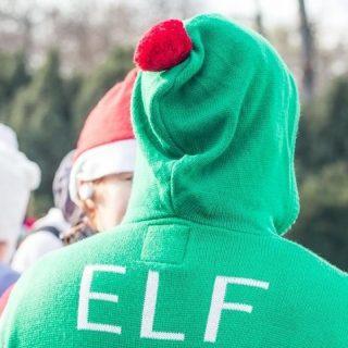 Fussunk karácsonyi ronda pulcsiban a mentőkért