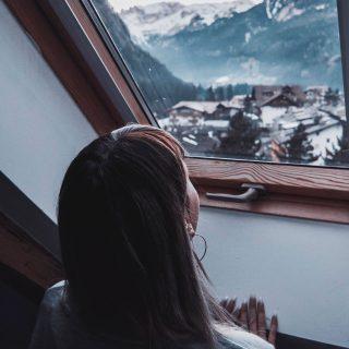 Így legyen világos télen is a lakás – a halványrózsaszín falaktól a villanykörtékig