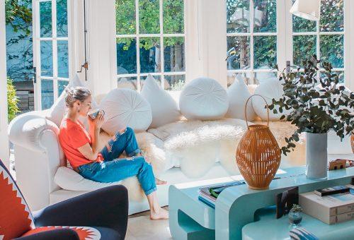 Felhőszerű plüsskényelem: ilyen lesz a kanapé 2021-ben