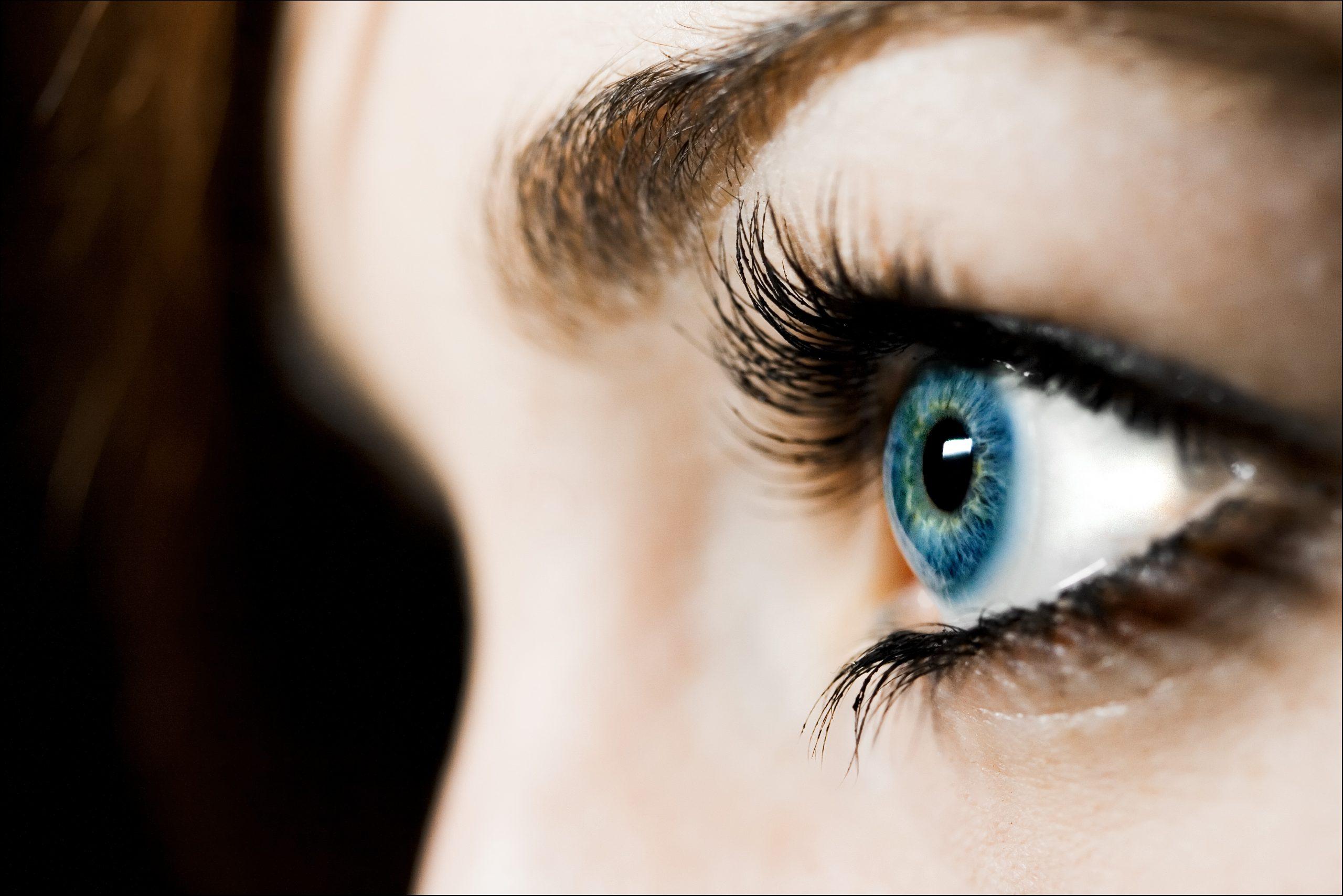 színes kontaktlencse