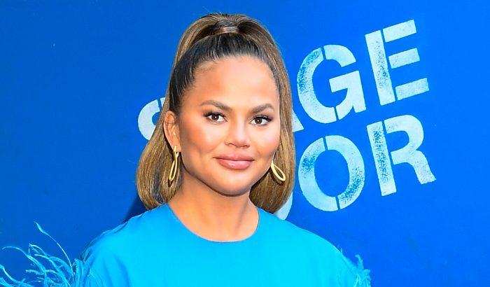 Chrissy Teigen és más hírességek, akik józanul vágtak bele 2021-be