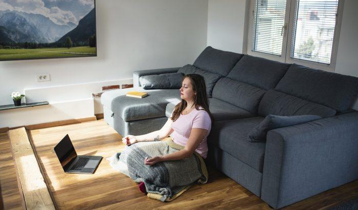 Komfortossá válni a térben: a vezetett meditáció diadalútja a buddhista közösségektől a Netflixig