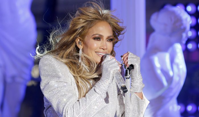 J.Lo újrajátszotta húsz évvel ezelőtti klipjét