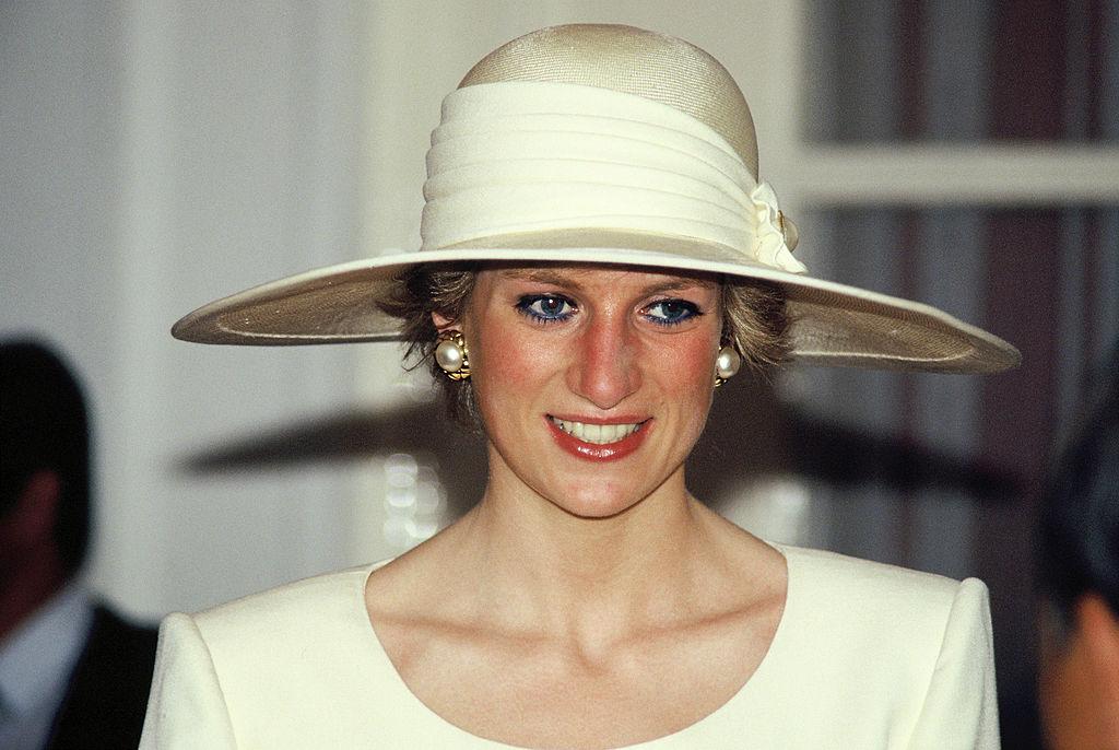hercegno-Diana-kek-smink