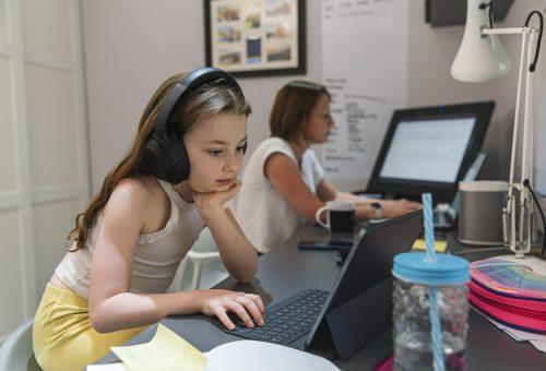 Hogyan változtak a gyerekek internetezési szokásai a koronavírus miatt?