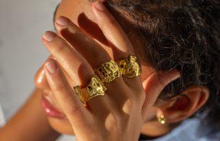 A tökéletlenség szimbolikája – Reményi Éva új kollekciója tökéletlenségében tökéletes