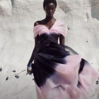 A konyhaasztalon készültek a McQueen couture ruhái