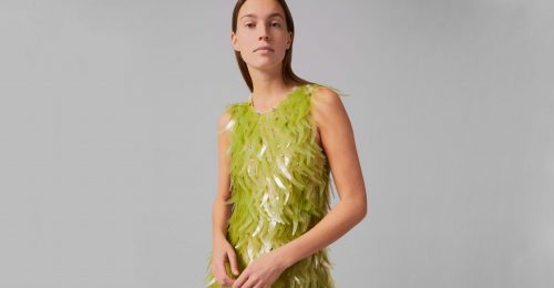 Algából készült flitterek díszítik a látványos ruhát