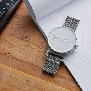 Braille-írással mondja meg az időt a spéci karóra