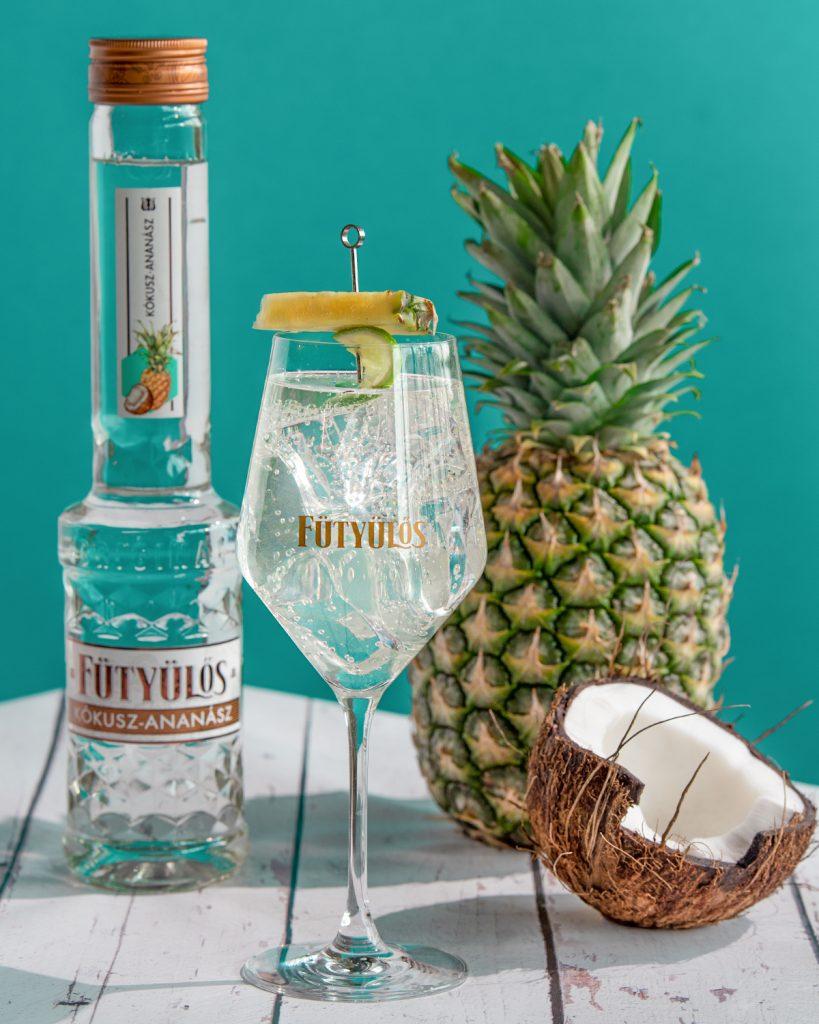 futyulos-kokusz-ananasz-alkohol-koktel