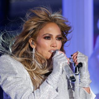 Jennifer Lopez pixie frizurát villantott