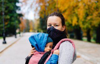 Az anyák mindent egyben tartottak a járvány alatt, kivéve a barátságaikat